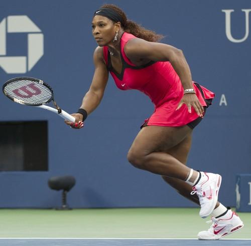 Tennis wallpaper containing a tennis racket, a tennis player, and a tennis pro entitled Serena big legs !
