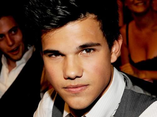 Taylor Lautner 바탕화면