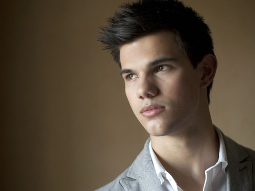 Taylor Lautner wallpaper possibly containing a portrait called Taylor Lautner Wallpaper