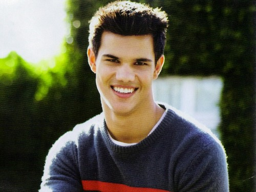 Taylor Lautner wallpaper probably containing a portrait titled Taylor Lautner Wallpaper