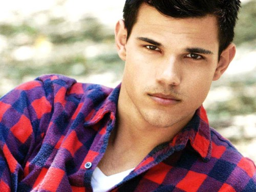 Taylor Lautner wallpaper entitled Taylor Lautner Wallpaper
