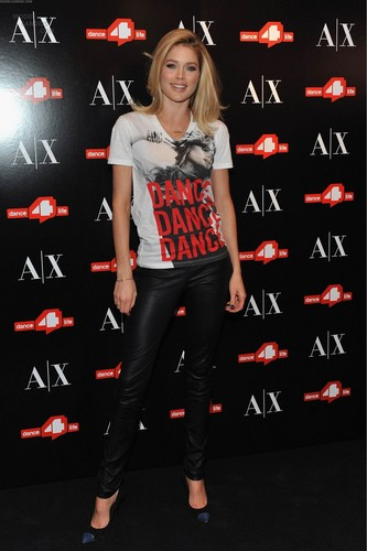 Unveils The A|X Armani Exchange Dance4life T-Shirt In Honor Of World AIDS 일