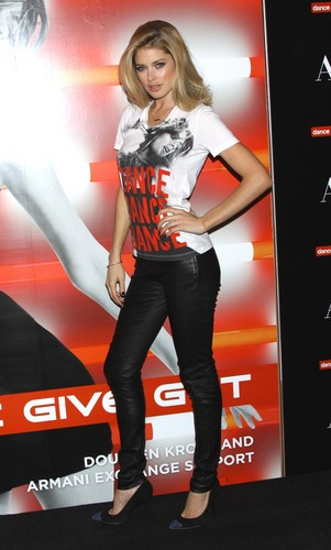 Doutzen Kroes wallpaper probably containing a sign, long trousers, and a legging called Unveils The A|X Armani Exchange Dance4life T-Shirt In Honor Of World AIDS Day