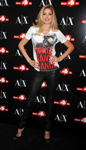 Unveils The A|X Armani Exchange Dance4life T-Shirt In Honor Of World AIDS دن