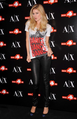 Unveils The A|X Armani Exchange Dance4life T-Shirt In Honor Of World AIDS दिन
