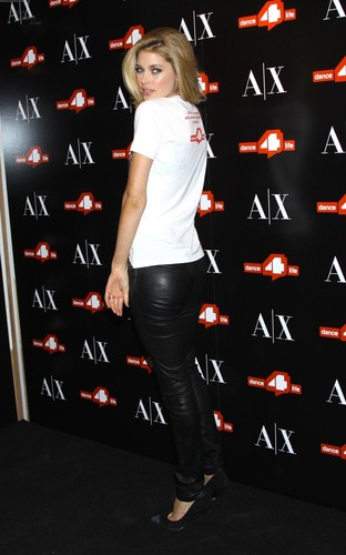 Unveils The A|X Armani Exchange Dance4life T-Shirt In Honor Of World AIDS hari