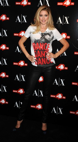 Unveils The A|X Armani Exchange Dance4life T-Shirt In Honor Of World AIDS день