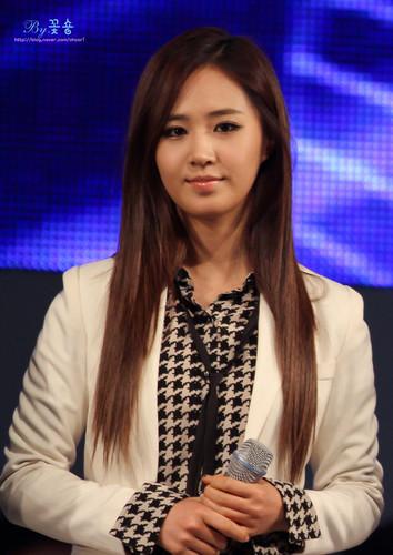 kwon Yuri karatasi la kupamba ukuta possibly with a well dressed person, a business suit, and a parasol called Yuri