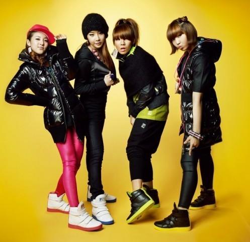 http://images5.fanpop.com/image/photos/27200000/forever2ne1-2ne1-27251152-497-481.jpg