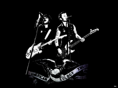Green Day wallpaper containing a guitarist and a concert titled 1st step-Billie Joe, mike Dirnt and the Eagle.