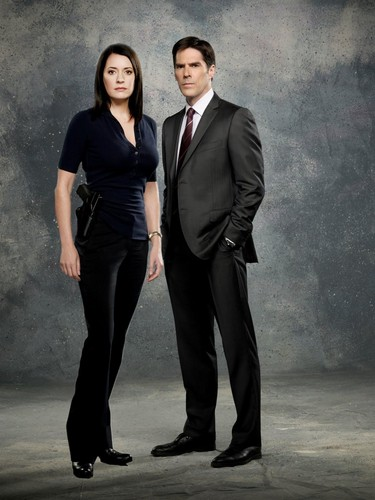 Hotch & Emily 壁纸 containing a business suit, a suit, and a three piece suit entitled Hotch & Emily :)♥