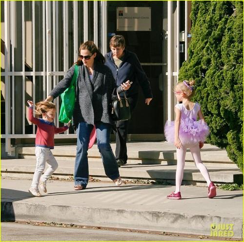 Jennifer Garner Leaves Ballet Class with the Girls