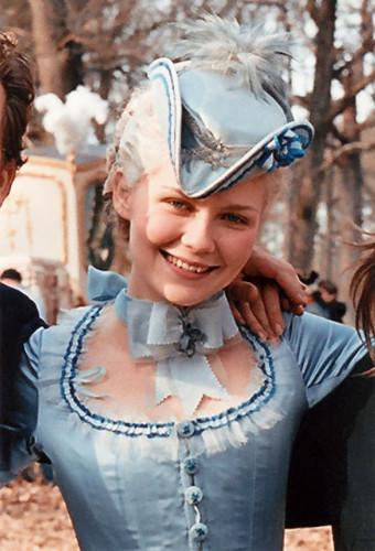 Marie Antoinette wolpeyper entitled Marie Antoinette