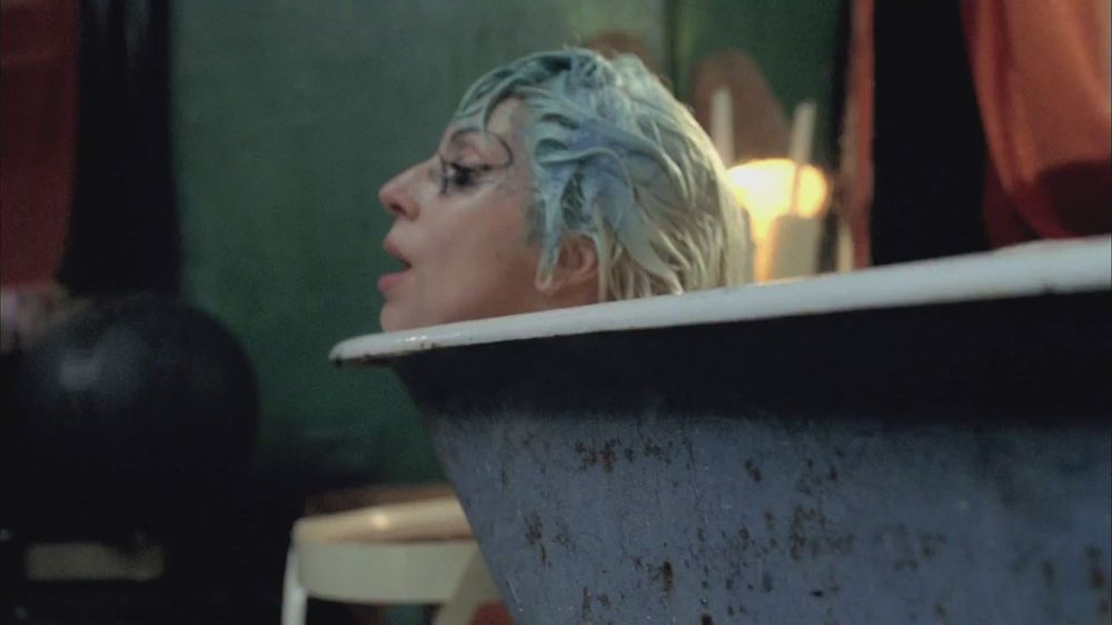 Marry the Night Musik Video