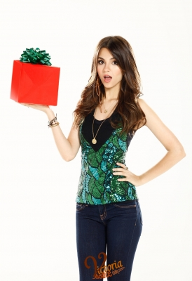 New Victorious Christmas Promo Pics :)