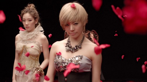 Lee Soonkyu/Sunny SNSD wallpaper with a bridesmaid called Sunny with short hair