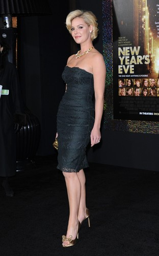 """""""New Year's Eve"""" Los Angeles Premiere - Arrivals"""