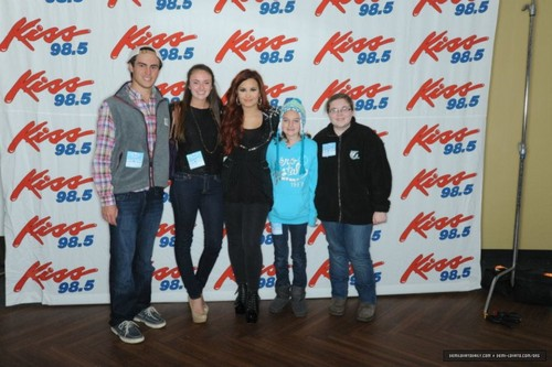 Demi Lovato キッス 98.5 Buffalo Kissmas Bash 2K11 - Meet & Greet