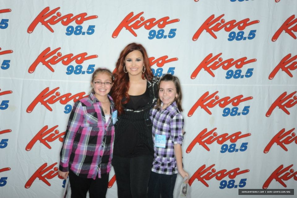 demi lovato meet and greet 2013 spike