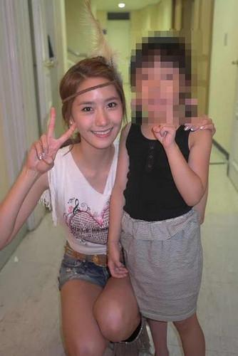 Girls' Generation Yoona Selca with a kid