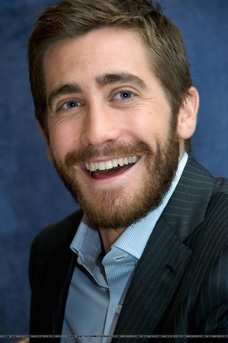 Jake Gyllenhaal wallpaper with a business suit and a suit titled Jake Gyllenhaal
