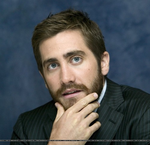 Jake Gyllenhaal wallpaper containing a business suit called Jake Gyllenhaal