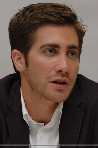 Jake Gyllenhaal wallpaper containing a business suit entitled Jake Gyllenhaal