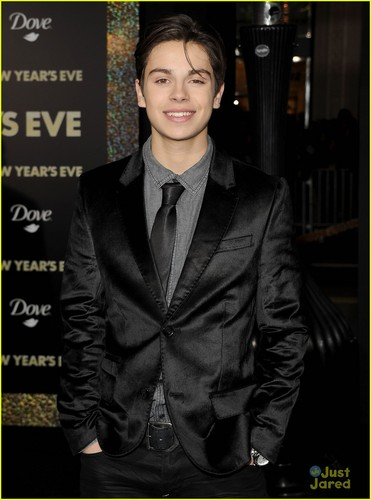 Jake T. Austin: Abigail Breslin is a 'Really Cool Person' - jake-t-austin Photo