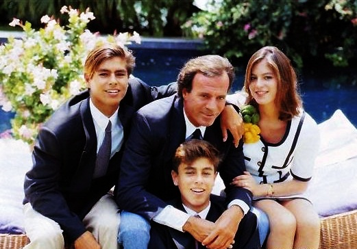 Julio, Julio, Enrique y Chabeli