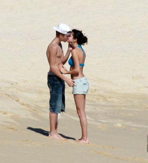 Justin Bieber And Selena Gomez On The Beach!