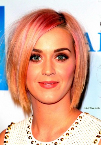 Katy Perry Debuts new short hairdo