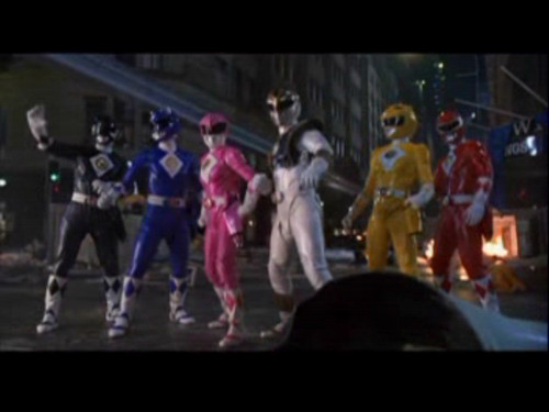 Amy Jo Johnson پیپر وال possibly with a کنسرٹ and a ویژن ٹیلی receiver entitled Mighty Morphin Power Rangers: The Movie