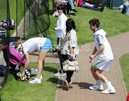 Murray looking at Lucie Safarova ass