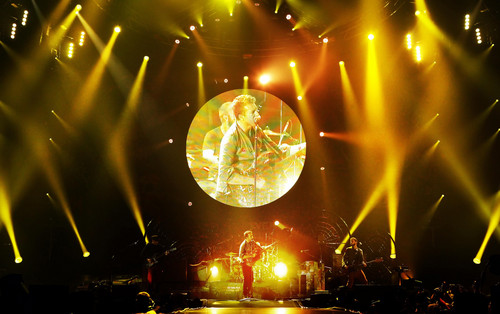 Mylo Xyloto Tour [December 3, 2011]