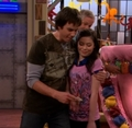 Spencer giving Carly money for being his little sister - carly-and-spencer-shay photo