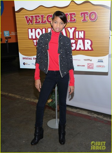 Will & Willow Smith: Holiday in the Hangar!