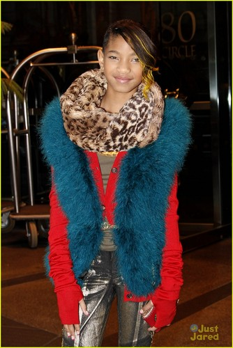 Willow Smith wallpaper containing a pele, peles casaco titled Willow Smith with dad Will in New York City (December 5)