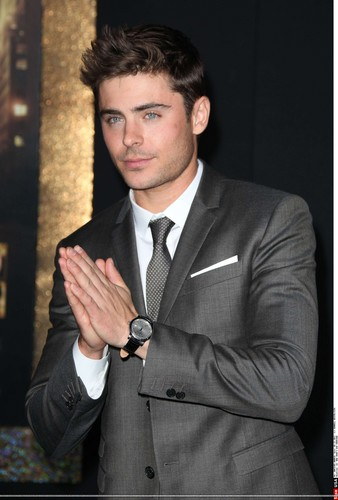 Zac Efron - New Years Eve Primiere (HQ)