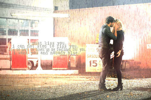 emma + graham in rain.
