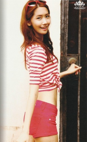 yoona snsd - holiday photobook scans