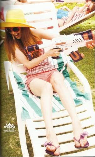 yuri snsd - holiday photobook scans
