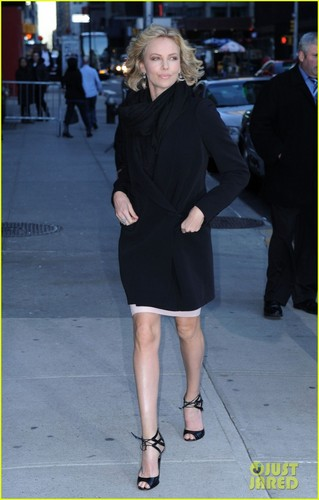 Charlize Theron: Late Показать with David Letterman!