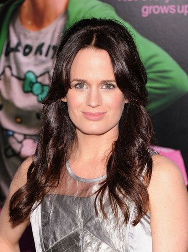 "Elizabeth at the ""Young Adult"" premiere in New York [08/12/11]"