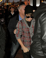 Justin Bieber Grabs Selena Gomez's Butt  - justin-bieber-and-selena-gomez photo