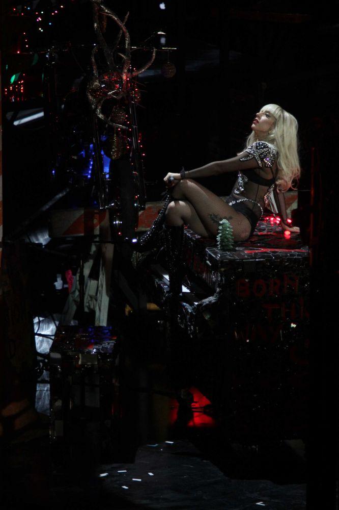 Lady Gaga Performing Live At Z100 39 S Jingle Ball At Madison