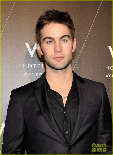 Penn Badgley & Chace Crawford: 'Rocked' Exhibition!