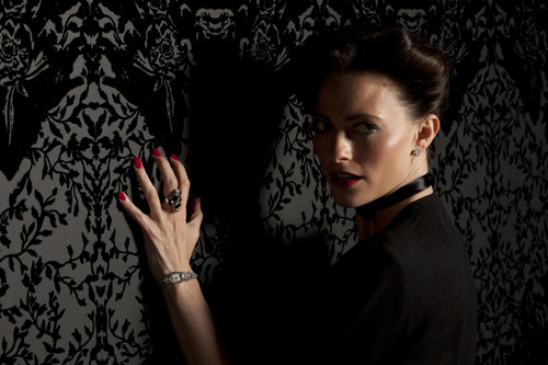 Promotional foto-foto of 'Irene Adler'