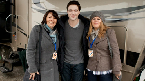 Rob with شائقین in BD set