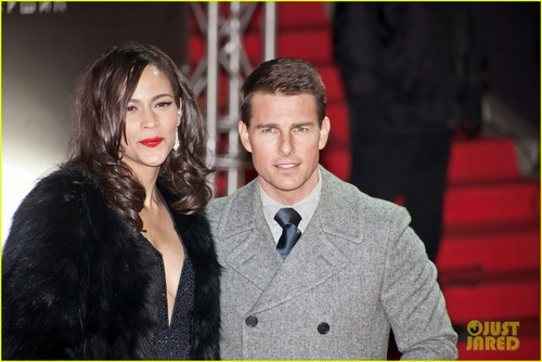 Tom Cruise Hintergrund possibly with a pelz mantel titled Tom Cruise & Paula Patton: 'Ghost Protocol' in Moscow!