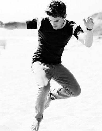 Zac Efron wallpaper probably containing a tennis player, a tennis pro, and a tennis racket called ZAC EFRON